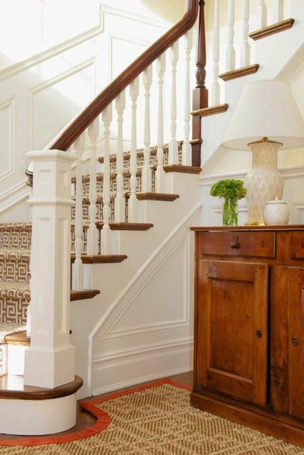 tapis-sisal-sur-mesure-rebord-orange-et-escalier-en-bois