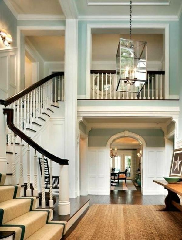 tapis-sisal-une-grande-maison-avec-escalier-tournant