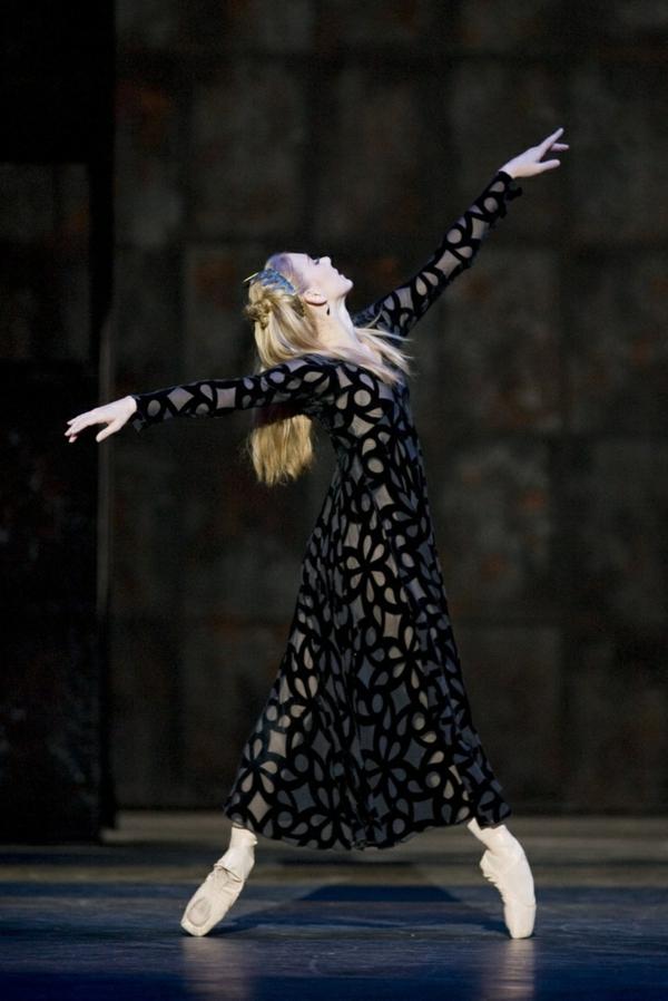 tenue-de-danse-moderne-danseuse-contemporaine