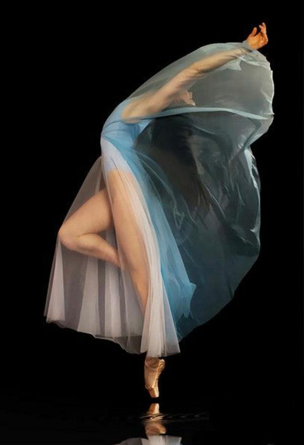 tenue-de-danse-moderne-danseuse-féérique