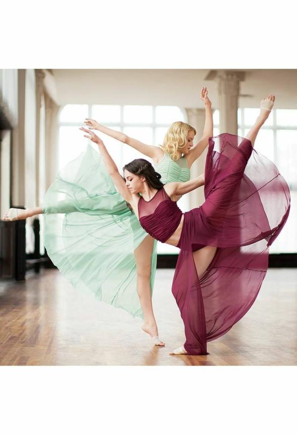 tenue-de-danse-moderne-deux-danseuses-modernes