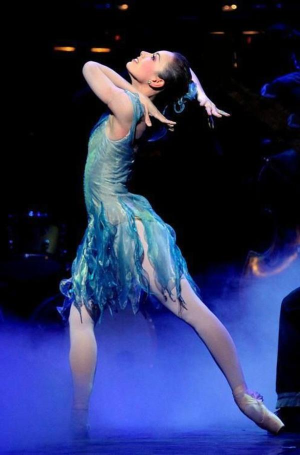 tenue-de-danse-moderne-robe-bleue