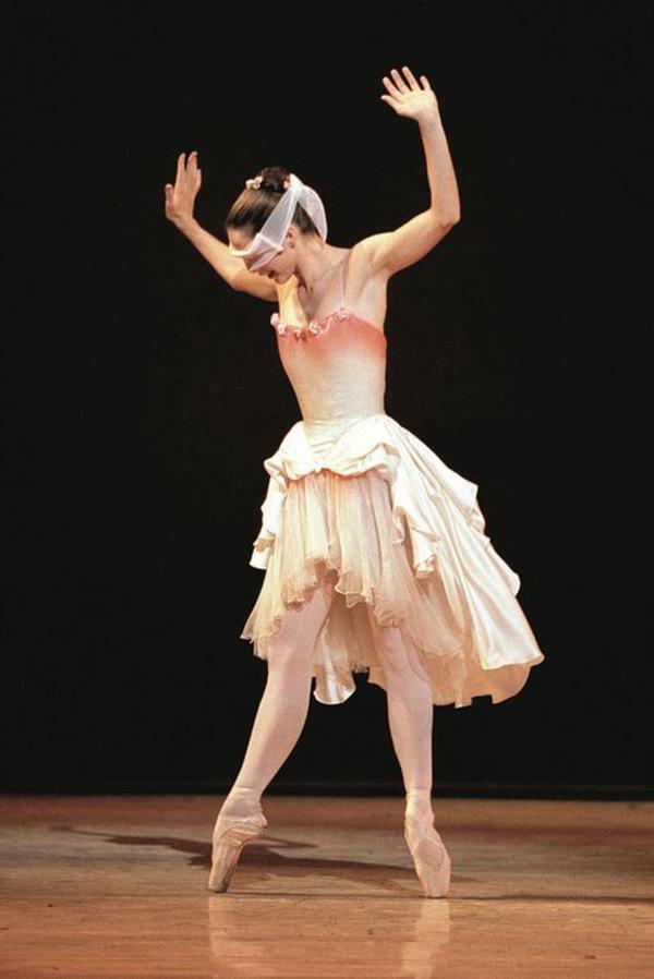 tenue-de-danse-moderne-robe-en-couleurs-d'aurore