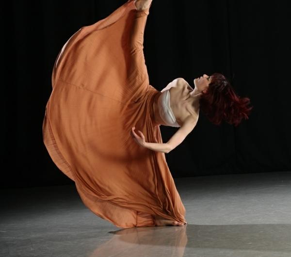 tenue-de-danse-moderne-robe-orange-spectaculaire