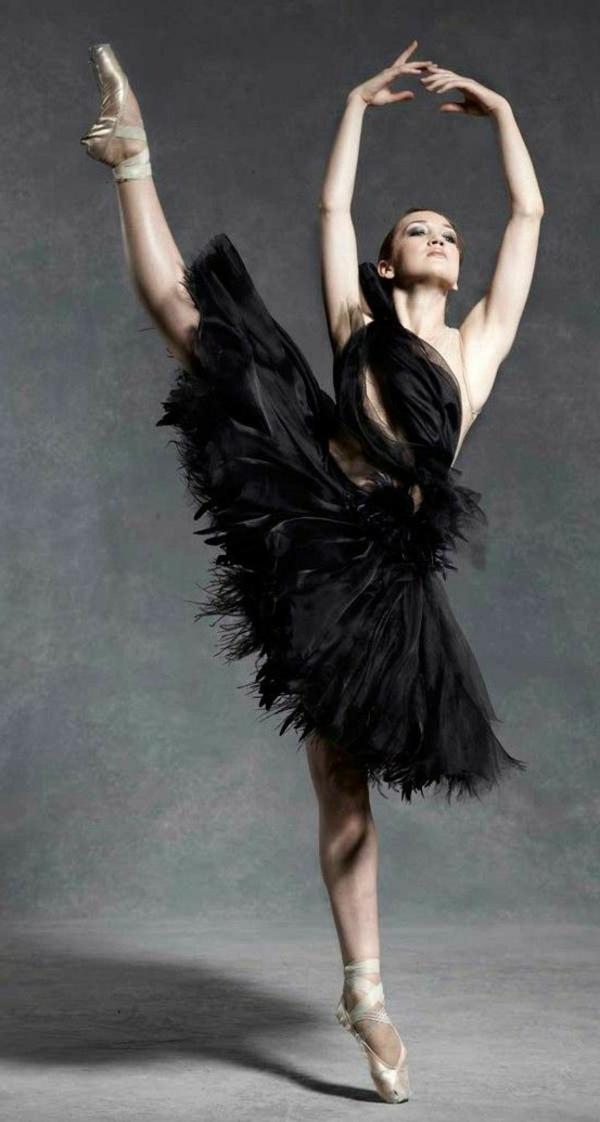 tenue-de-danse-moderne-tenue-jolie-et-dramatique