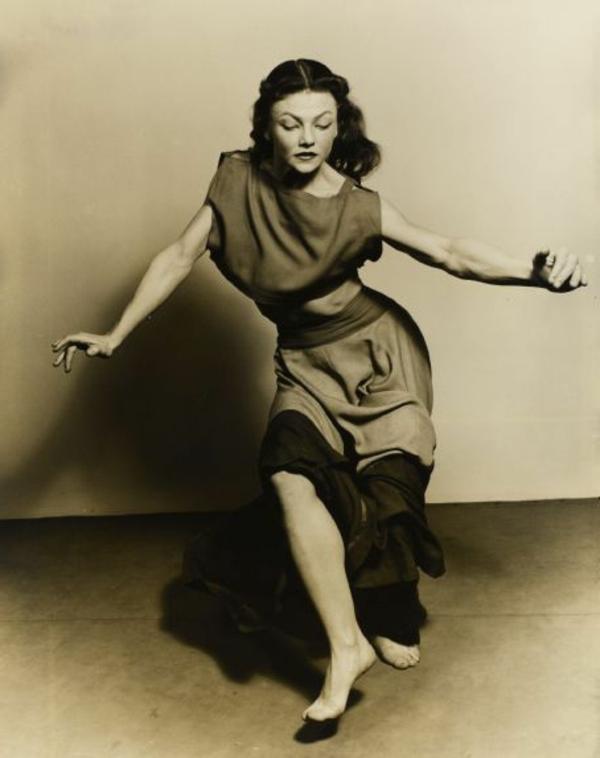 tenue-de-danse-moderne-une-des-premières-danseuses-modernes