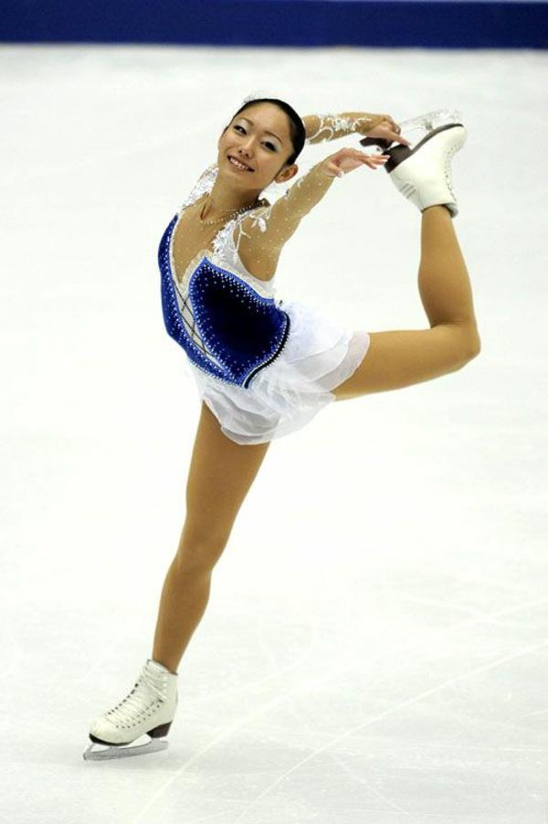 tenue-de-patinage-artistique-beauté-et-grâce