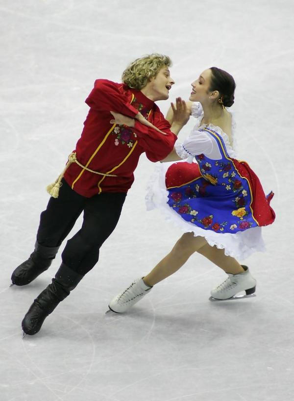 tenue-de-patinage-artistique-costumes-liés-aux-traditions-nationales