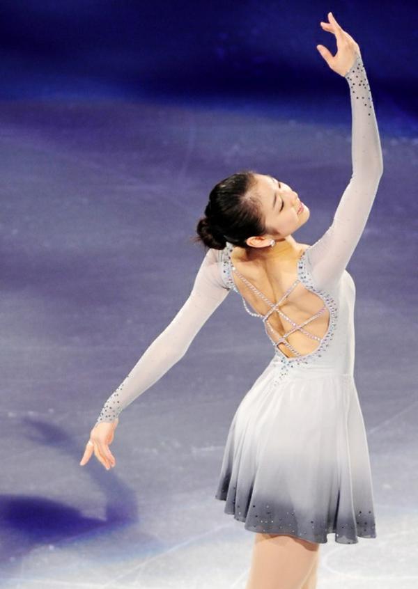 tenue-de-patinage-artistique-dos-original