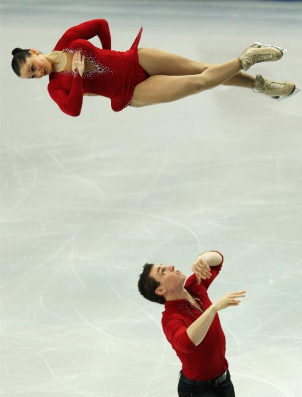 tenue-de-patinage-artistique-en-rouge