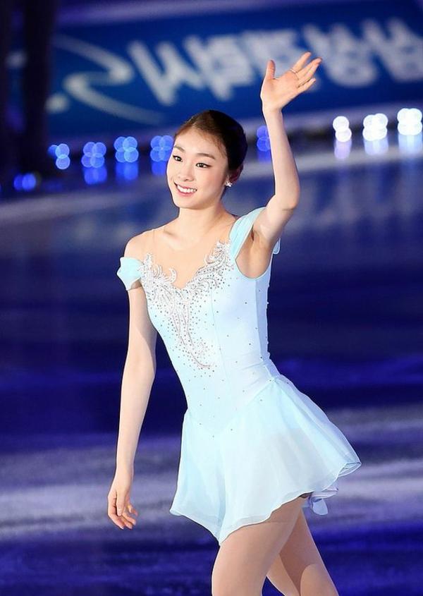 tenue-de-patinage-artistique-jolie-petite-robe