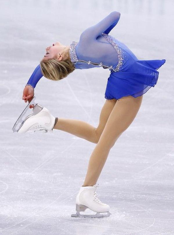 tenue-de-patinage-artistique-jolies-figures-de-patinage