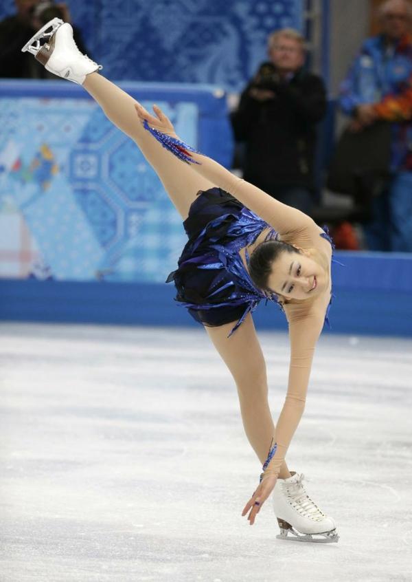 tenue-de-patinage-artistique-robe-bleue-aux-ornements-fantastiques