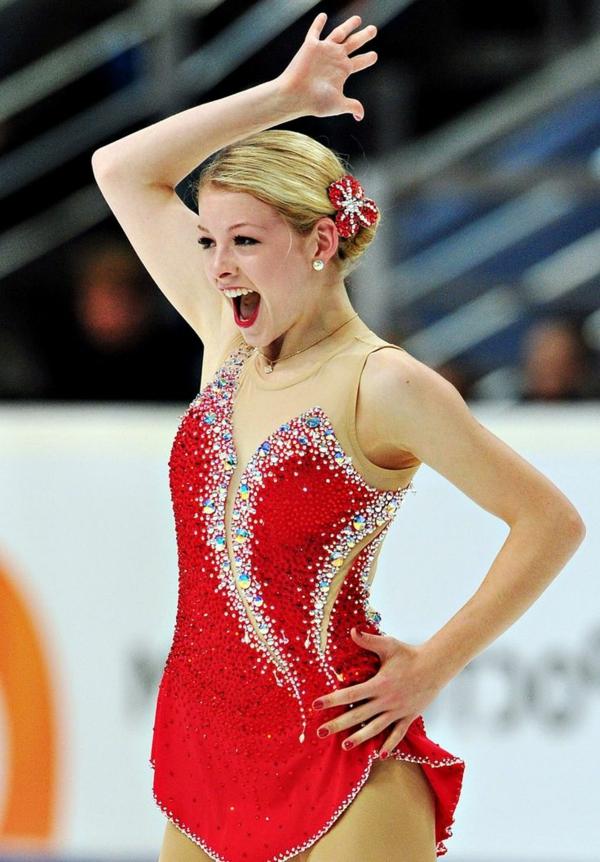 tenue-de-patinage-artistique-robe-rouge-incrustée