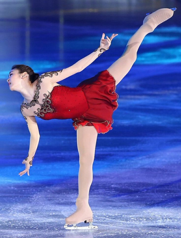 tenue-de-patinage-artistique-robe-rouge-magnifique