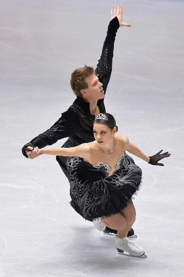 tenue-de-patinage-artistique-tenue-noire