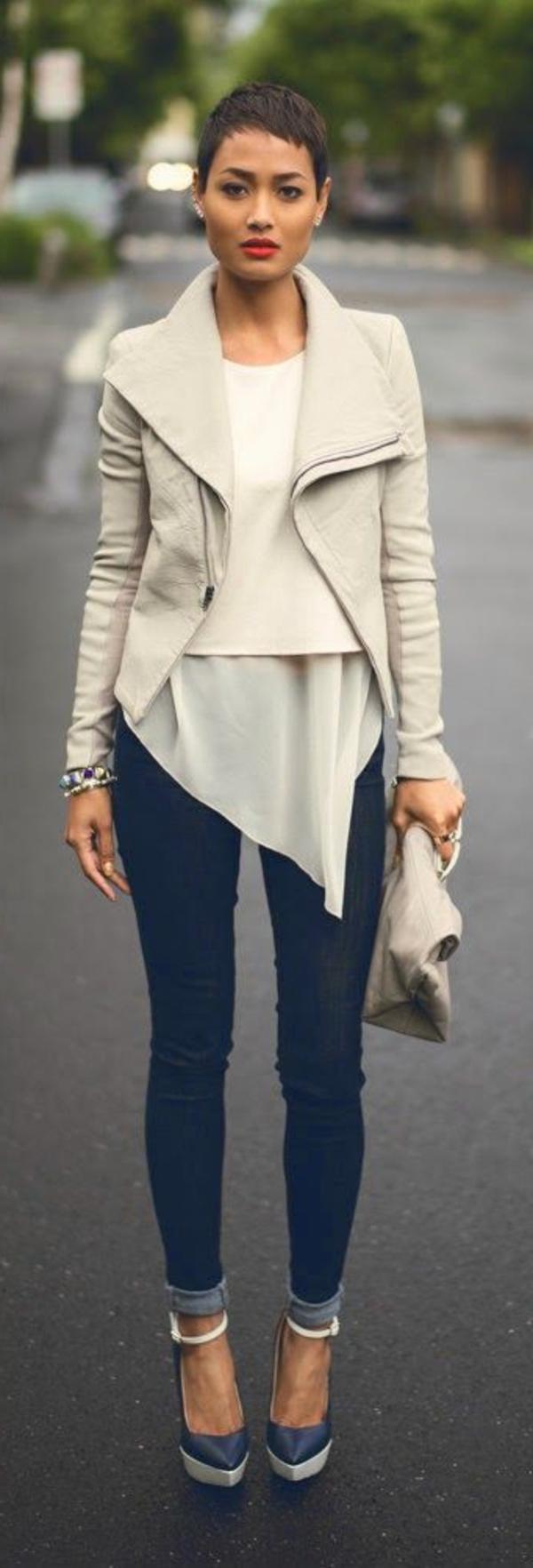tenue-de-soirée-ou-tenue-chic-en-cuir-blanche