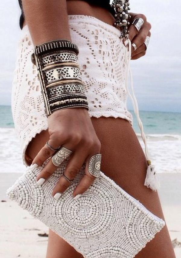 tenue-du-jour-chic-boheme-sur-la-plage-mer-sable