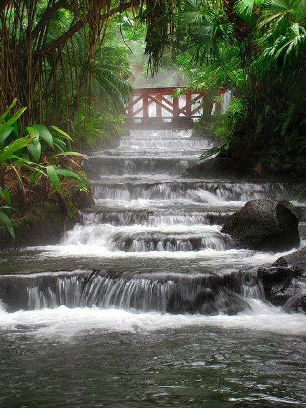 terre-Source-chaude-eau-tombant-escalade