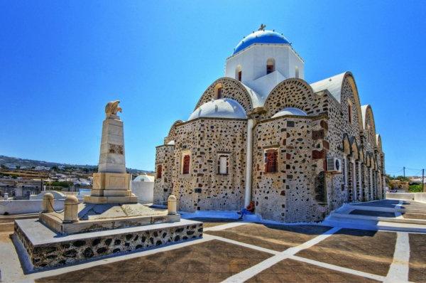 une-eglise-Ile-de-Santorin-paysage-joli-grece