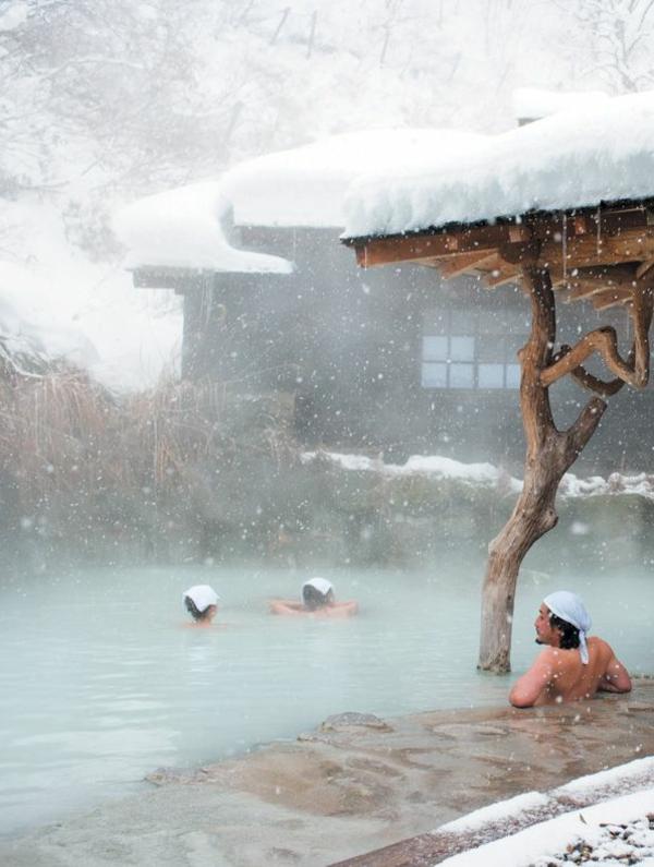 source d 39 eau chaude 40 destinations de vacances merveilleuses. Black Bedroom Furniture Sets. Home Design Ideas