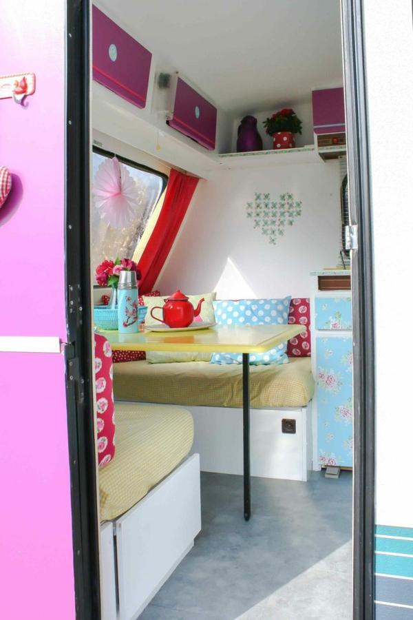 van-aménagé-intérieur-luxe-coloré