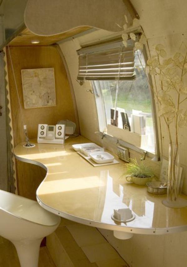 van-aménagé-intérieur-luxe-lumineuse-beige