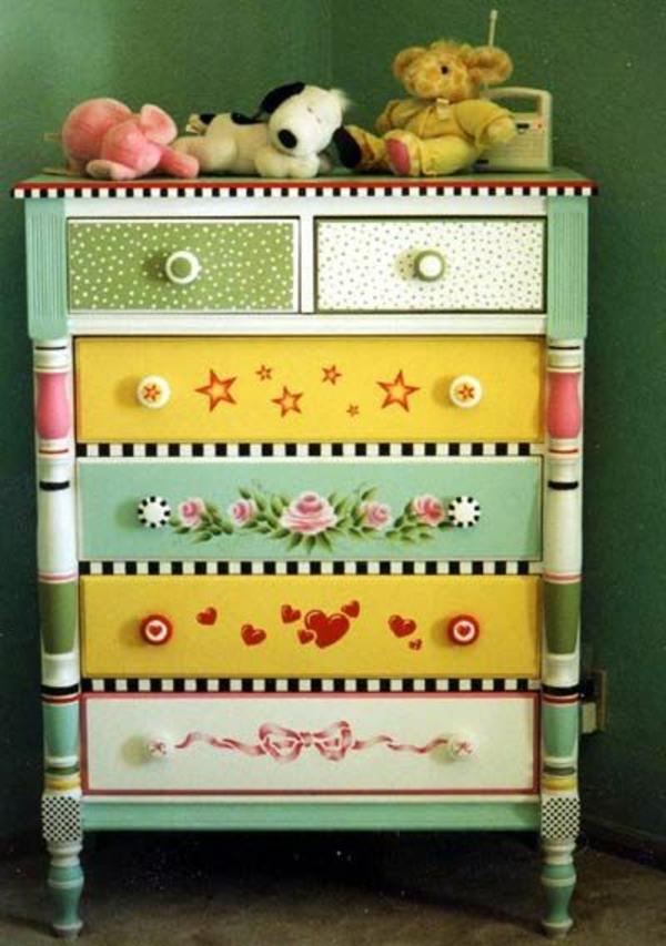 vintage-armoire-colorée
