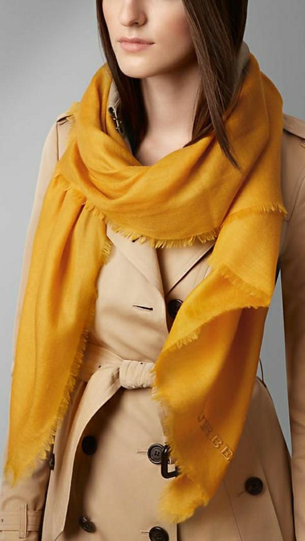écharpe-burberry-jolie-idée-cadeau-jaune