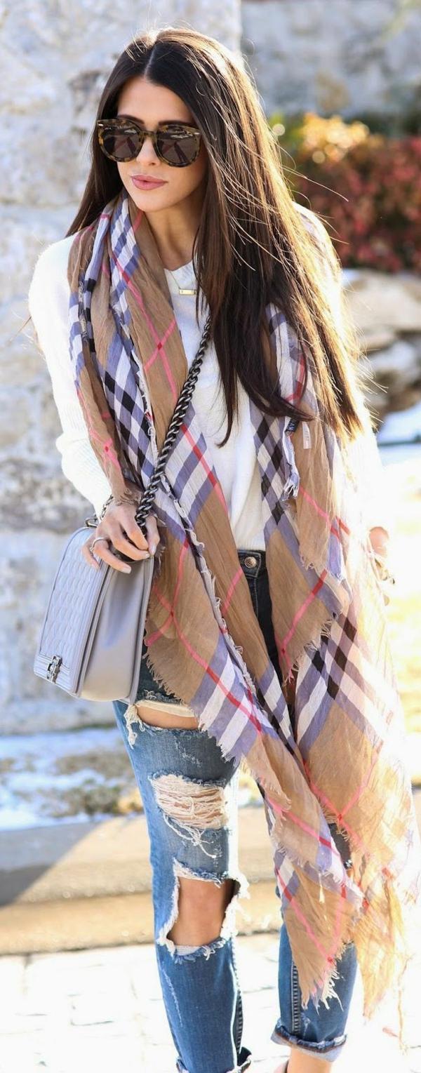 3672ec19c445 Une écharpe Burberry qui va bien avec toutes vos tenues - Archzine.fr