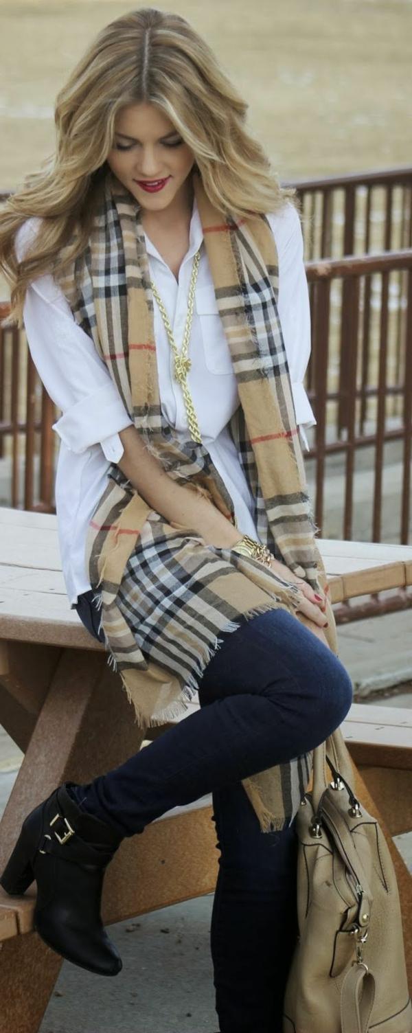 Une écharpe Burberry qui va bien avec toutes vos tenues - Archzine.fr e56ec099aea