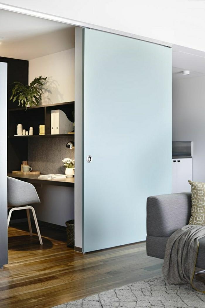 0-la-plus-belle-porte-bleu-en-bois-coulissante-sol-parquet-canapé-gris