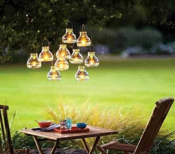 0-petit-jardin-tables-de-jardin-chaises-en-bois