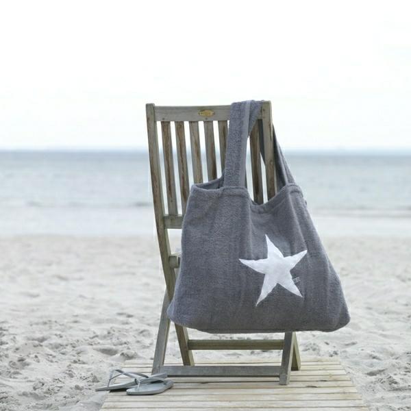 0-sac-de-plage-en-tissu-gris-chaise-de-plage