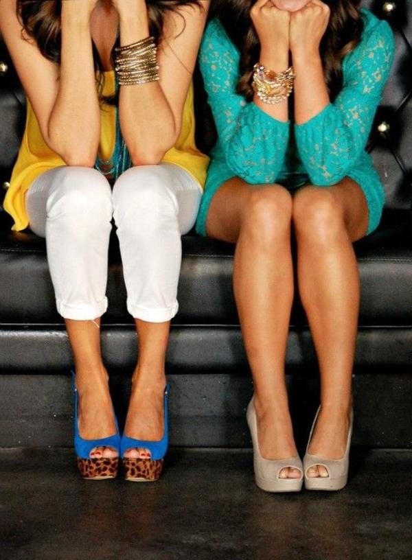0-sandales-compensées-colorées-femme-mode-bracelets