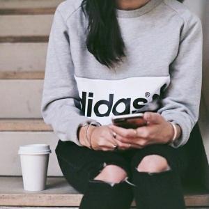 Le sweatshirt femme , un accessoire sportif ou plutôt élégant ?