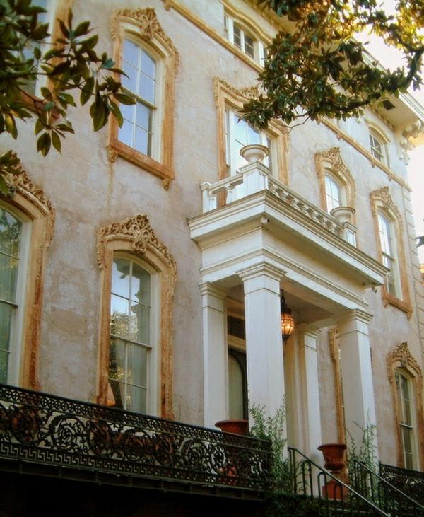 0-un-batiment-classique-de-style-baroque-façade-ornement