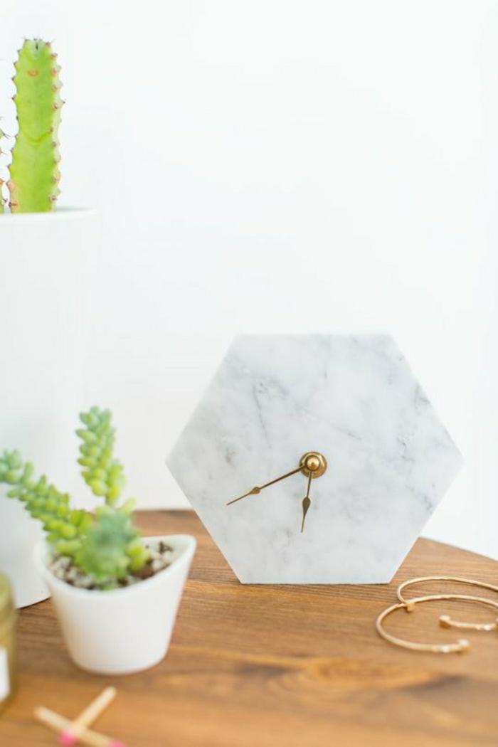 1-élégante-horloge-murale-de-couleur-blanche-idée-en-marbre-pendule-murale