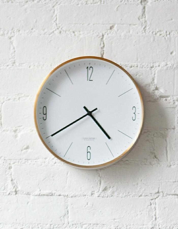 1-élégante-horloge-murale-de-couleur-blanche-idée-pendule-murale