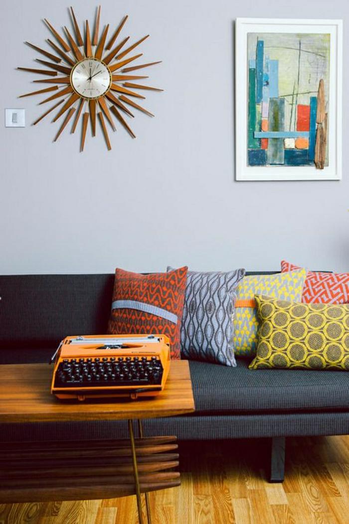 1-élégante-horloge-murale-de-couleur-marron-en-bois-en-forme-de-soleil