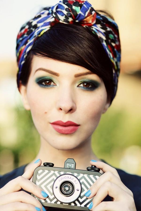 1-accessoire-cheveux-bandeau-coloré-fille-moderne-maquillage