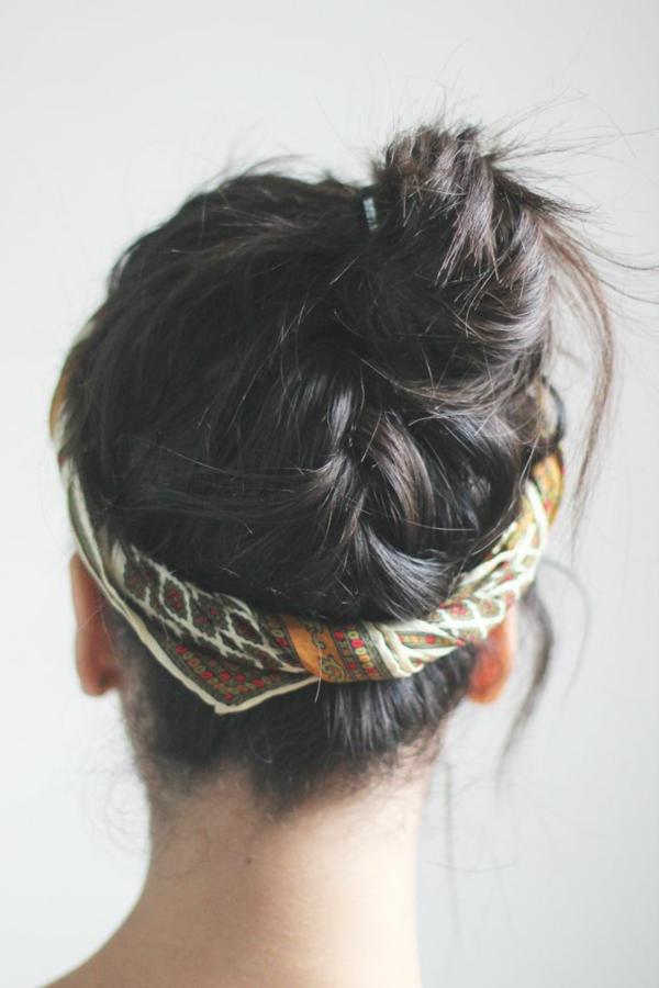 1-bandeau-cheveux-fille-dos-brunette