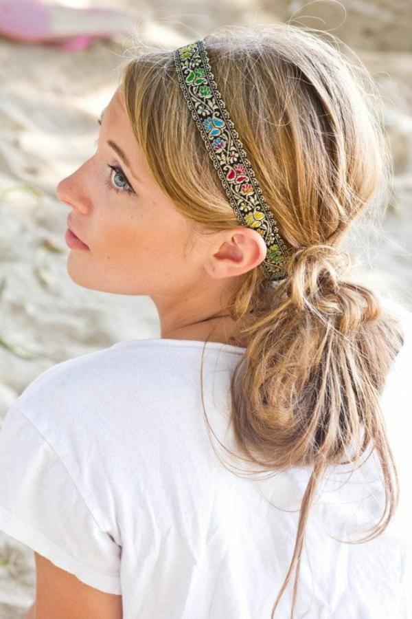 1-bijoux-de-tete-blond-doré-fille-plage-sable