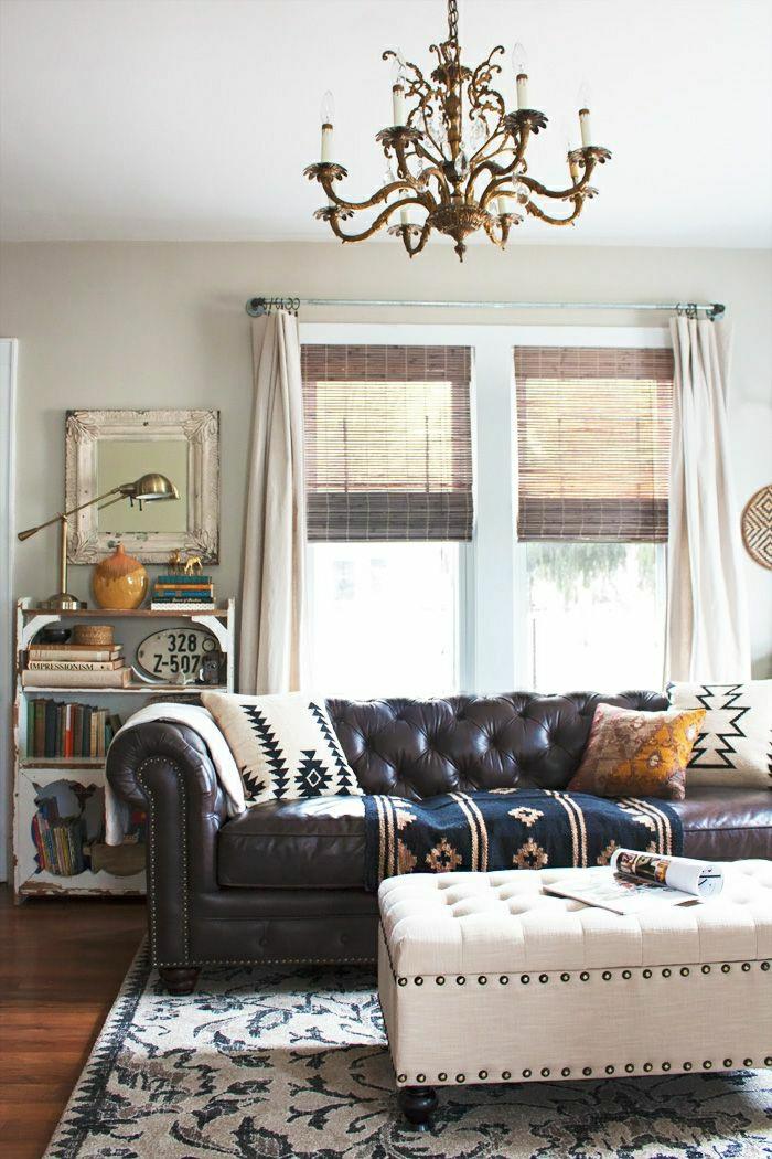 1-canapé-en-cuir-salon-en-cuir-fenetre-lumière-chambre-commode-moderne-étagère-rideaux