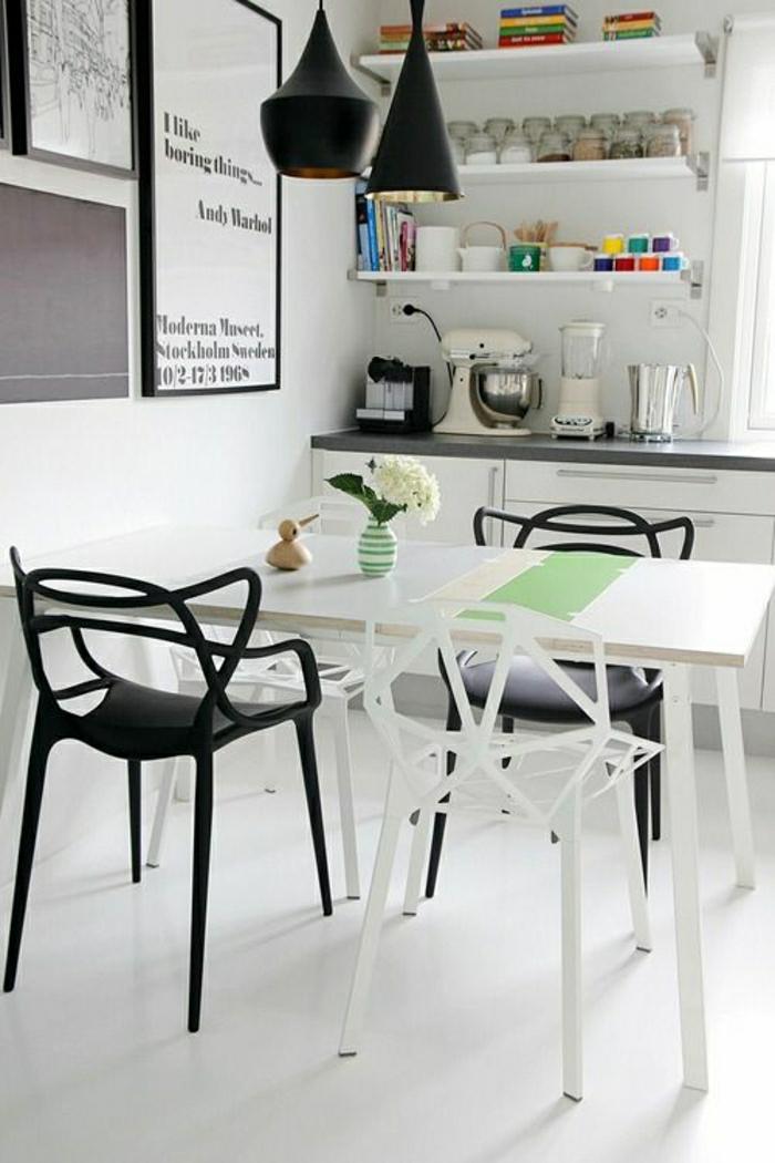 1-chaises-plastiques-cuisine-salle-de-séjour-deco-blanc-moderne-peintures