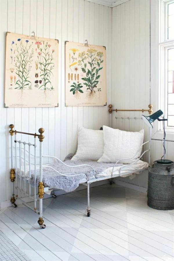 1-chambre-ambiance-cocooning-sol-en-parquet-gris-lit-en-fer-peintures