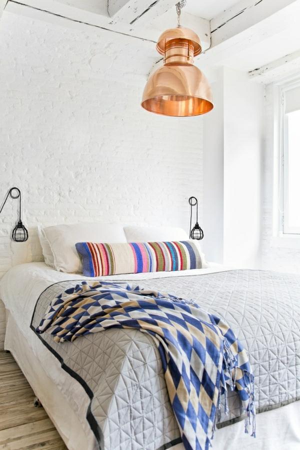 1-chambre-cocooning-idée-déco-chambre-à-coucher-lit-couverture-de-lit-couverture-de-lit-grise-lampe-de-chevet