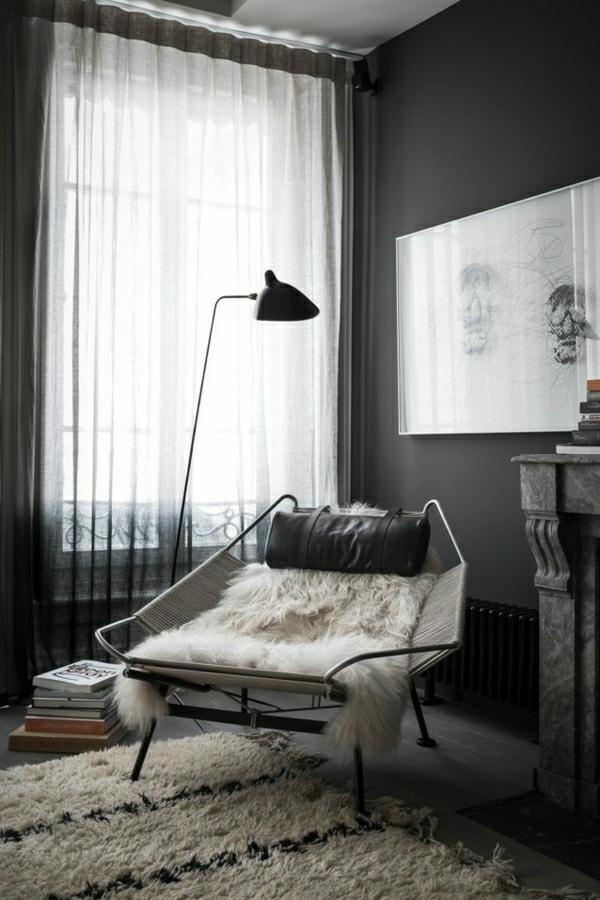 1-chambre-vaste-salon-murs-gris-fenetre-lampe-pour-lecture