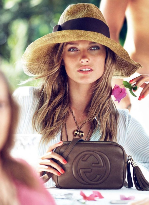 1-chapeau-de-paille-beige-femme-moderne-sac-chanel