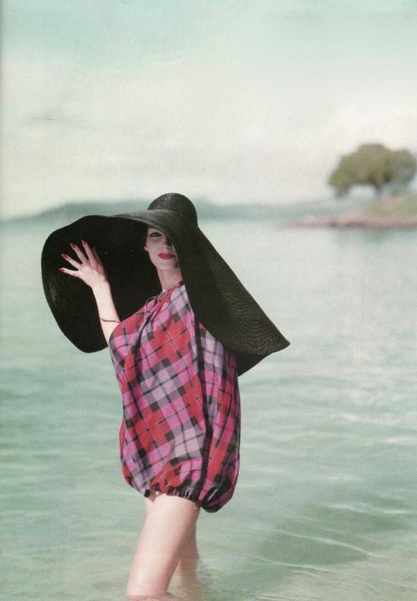 1-chapeau-paille-noir-robe-mi-longue
